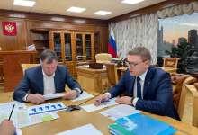 Губернатор работает в Москве