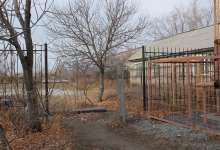 В парке забор украли или нет